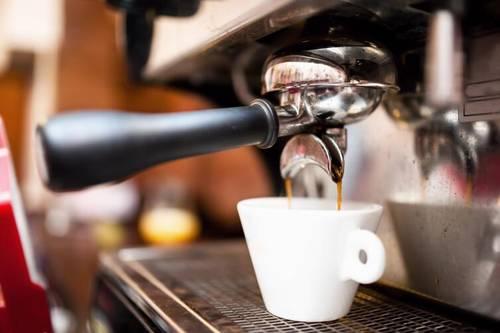 Черный кофе с солью поможет вызвать рвоту